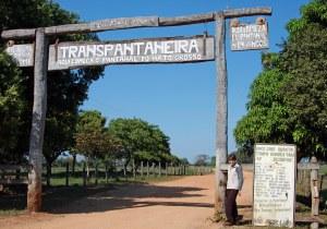 Die Transpantaneira is in 1976 gebou en is die enigste pad wat diep in die moerasgebied ingaan.Mens gaan oor 120 houtbruggeis om tot by die eindpunt te kom.